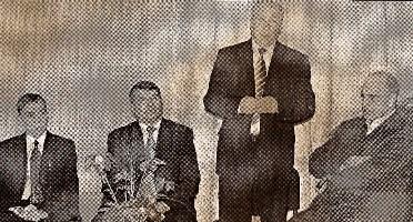 На снимке: автор книги Рафик Мударисов, глава района Камиль Гильманов, преподаватели ТГГПУ, Ильгизяр Гайсин и Ильдар Уразметов.